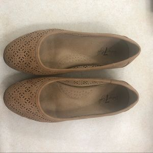 Vintage 7 Eight Tan Cut-out Flats